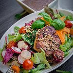Salat mit gebratenem Thunfisch