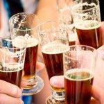 Santé ! Dégustation de bières artisanales, ici, la Brune.