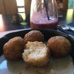 Bocas de Quinoa con papas fritas (originalmente vegetariano) y agregado de tocino. Arroz con lec