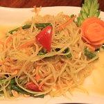 Som tam Thai (raw pappaya salad)