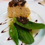 Brillat Savarin truffé, mâche, vinaigrette au miel d' acacia