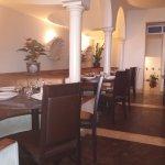 Un angolo del piccolo ed elegante ristorante, senza stucchi e draghi