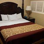 Foto de Azure Hotel & Suites Ontario, A Trademark Collection Hotel