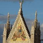 la cuspide del portale centrale del Duomo