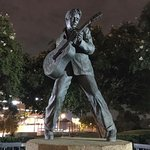 Statue of Elvis resmi