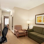 Photo of Country Inn & Suites by Radisson, Manchester Airport, NH
