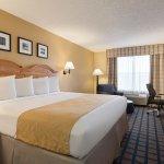Photo de Country Inn & Suites by Radisson, Lake City, FL