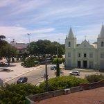 Vista da igreja a partir do museu com parte da praça. (foto não atualizada)