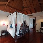 Cozy and Romantic  well maintained 14 Villa Resort with beautiful sunset views
