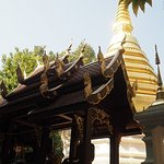 Foto de Wat Phra Kaeo (Temple of the Emerald Buddha)