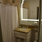 Standard Fairmont Room - bathroom