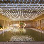 Profitez de notre piscine thermale  ( eau de source naturelle) dont les bienfaits de l'eau chauf