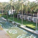 Вот собственно и вся территория отеля + лобби, бассейн и ресторан