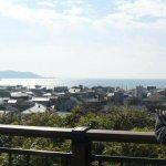 วิวตัวเมืองคามากุระและทะเลจากวัด