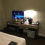 Très grand lit belle salle de bain chambre très spacieuse