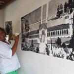 Pintando mural monocromático na Confeitaria Torinese