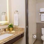 Ayres Suites Yorba Linda Guestroom Bathroom
