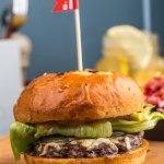 Бургер с голубым сыром и абрикосовым джемом