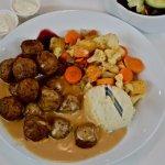 Swedish meatball meal - close op photo