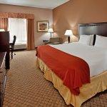Photo de Holiday Inn Express Liberty