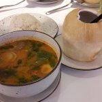 red tom yum soup