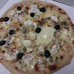 Quattro formaggi, olives en plus...