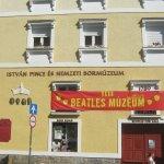 Egri Road Beatles Múzeum fényképe