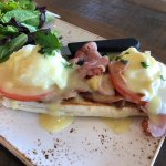 I'm a eggs Benedict lover and this was one of the best eggs Benedict I ever had . Easy eggs to p