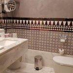 Salle de bain large et trés bien équipé