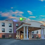 Photo of Holiday Inn Express Hotel & Suites Concordia US 81
