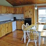 Sneezewort's Shanty - Kitchen/dining area