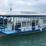 Le bateau: un DHONI traditionnel maldivien bien aménagé et assez spacieux pour la plongée.
