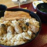 ข้าวหน้าปลาไหลและหอยนางรม