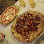 Pizza margherita, pizza mbettonata. Ma