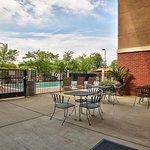 Photo de Holiday Inn Express Hotel & Suites Roseville-Galleria Area