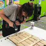 Kirsty making an awesome DIY pallet!