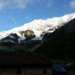 La vista de Humantay desde los skylodge por la mañana