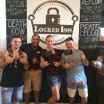 Foto de Locked Inn Cayman