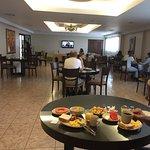 Desayuno en un amplio Salon Comedor