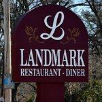 Foto de Landmark Diner