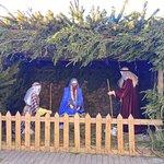 К Рождеству храм украшают.