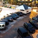 Zona de aparcamiento junto al hotel