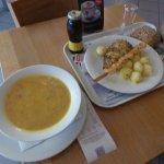 Рыбный суп, камбала с картофелем и креветки-гриль