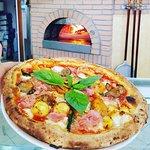pizza con patate, prosciutto cotto,melanzane,basilico