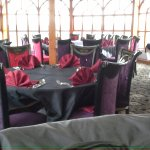 Table to accommodate a large party