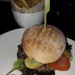 Hamburguesa y patatas fritas