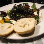 salade caprese mozzarella\ basilicum, viel iets tegen, qua prijs te duur