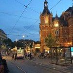 Lo snodo della stazione Leidseplein, a due passi dall'hotel.