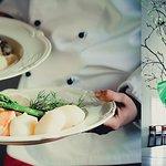 Vår mat och fina matsal med högt i tak
