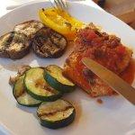 Pescado con Salsa de Tomate y Vegetales al Grill